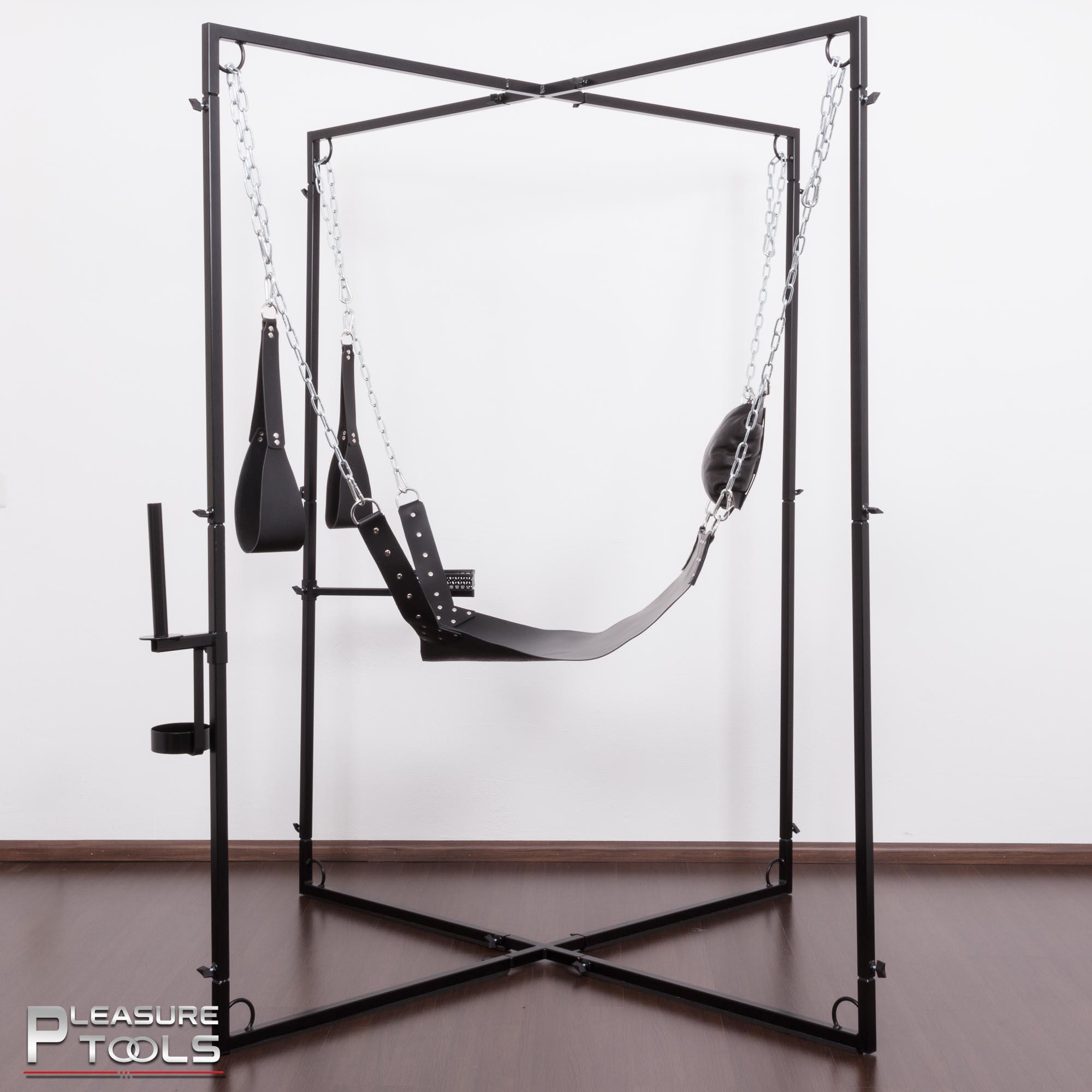 Pleasure Tools 4-punts sling in frame zijaanzicht